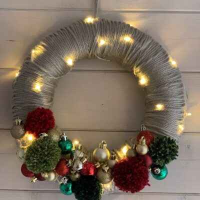 Super Quick Festive Crochet Wreath